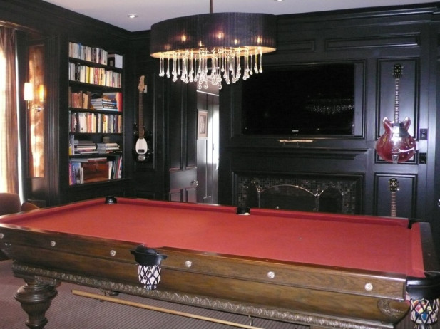 We also enjoyed being part of the transformation of the library into a stunning billiards hall. Wall panels were painted deep and dark and a dramatic chandelier illuminates the traditional pool table.